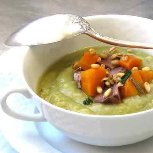 Sopa de ervilha com carne e cevadinha. Foto Marcia Zoladz
