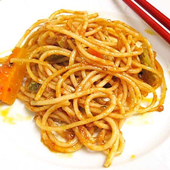 Espaguete com molho de anchovas e tomate. Foto Marcia Zoladz