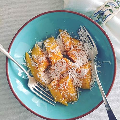 Manga com coco ralado fresco. Foto Marcia Zoladz/Cozinha da Marcia