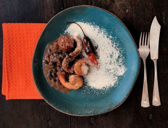Feijão preto com frutos do mar. Foto: Marcia Zoladz